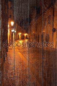 Красивая Ночная точка зрения на улице в Праге