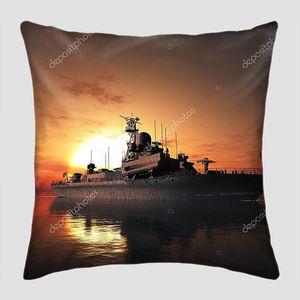 Военный корабль в солнечном кругу