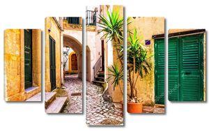 Очаровательные узкие улочки Старого города Отранто