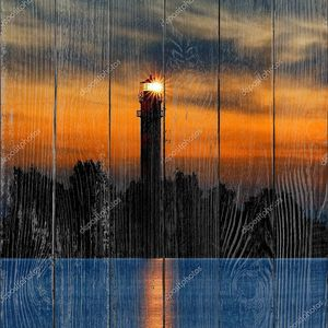 Маяк светит  поздно вечером. Рига, Латвия