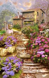 Лестница вверх к дому рядом с цветами