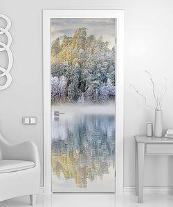 Отражение на глади озера