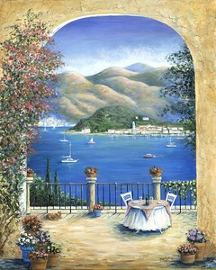Столик на терассе с видом на залив