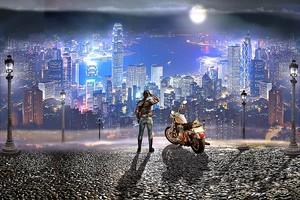 Девушка с мотоциклом над ночным городом