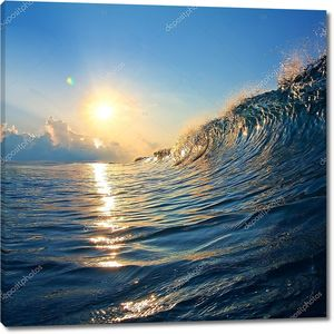 Закат над неспокойными волны
