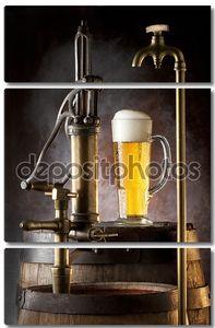 Краны с пивом и бочки