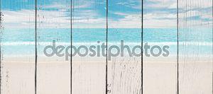 Тропический пляж и океан