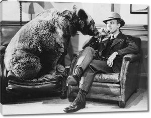 Задумчивый человек с медведем