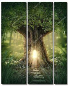 Светящееся дерево в лесу