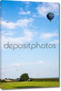 Воздушный шар на фоне неба