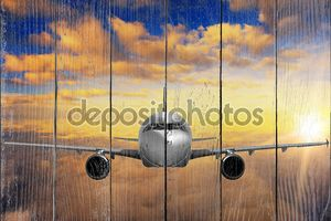 Самолет на закат небо