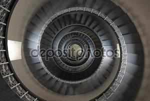 10' й этаж Винтаж винтовая лестница
