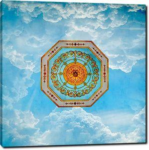 Потолочная розетка на фоне неба