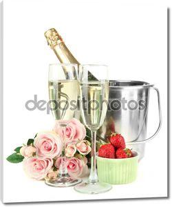 романтический Натюрморт с шампанского, клубники и розовых роз, изолированные на белом