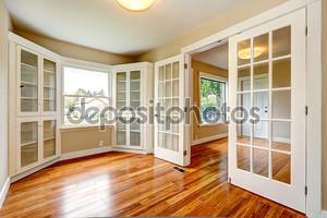 пустой дом интерьер. вид прихожей прихожая и офис