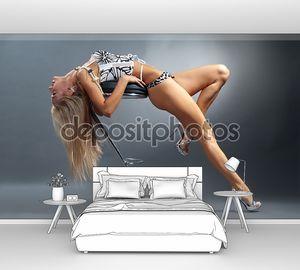 Очень сексуальная блондинка в нижнем белье