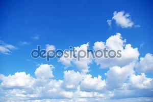 Голубой фон с облаками