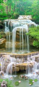 Водные струю по камням