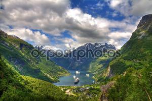 Вид на Гейрангер-фьорд, Норвегия