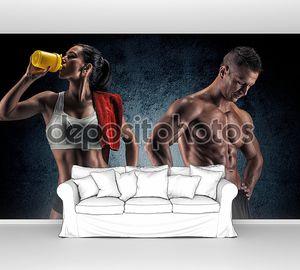 Спортивная(ый) мужчина и женщина после Фитнес-упражнения