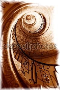 Старая спиральная лестница