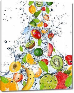 Разнообразные фрукты в воде