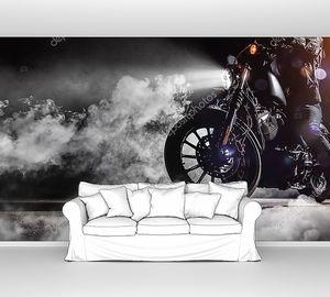 Мотоциклист ночью в тумане