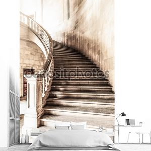 Старинный вид мрамора винтовая лестница.