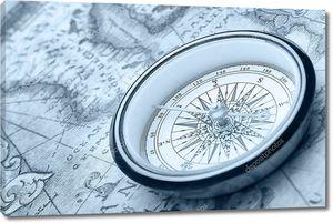 Компас на древней карте