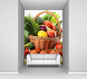 Натюрморт с овощами в плетеной корзине
