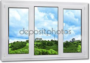 современные пластиковые окна с видом неба, природы и города