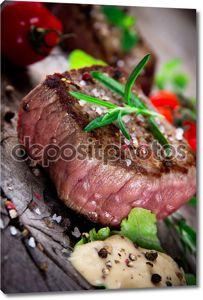 Средний гриль барбекю стейк