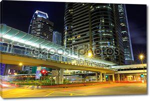 движение в Гонконге ночью