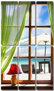 Деревянные окна с видом на море