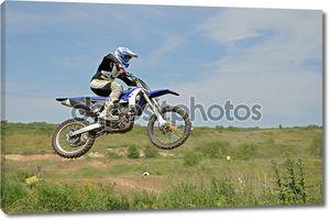 MX Райдер, сидя на мотоцикле в воздухе