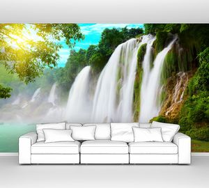 Сильные струи водопада