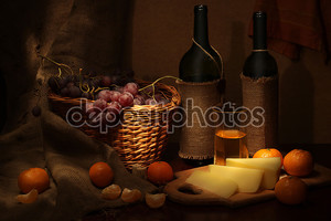 вино, сыр и фрукты