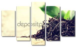 крупный план сухого черного чая