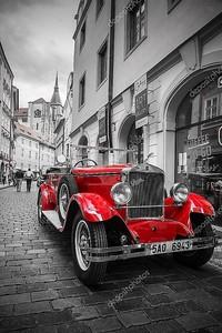 Исторический praga автомобиль на улице Праги