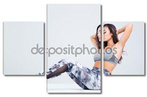 Портрет женщины фитнес упражнений abs