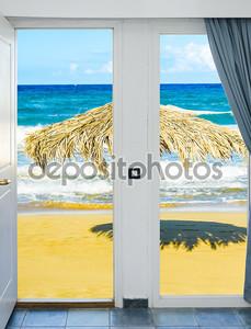 Вид из окна на пляж