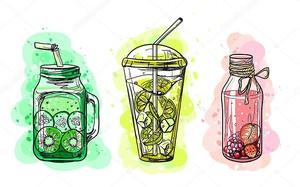 Набор напитков из натуральных ягод и фруктов .