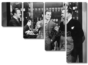 Бизнесмены пить вместе в бар