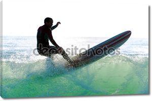 длинные границы серфинг волны на закате