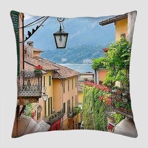 Живописный городок улицу в озеро Комо, Италия