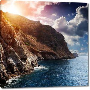 Закат с красивый свет на скалах