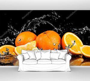Апельсины и брызги воды