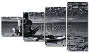 Кавказский человек растяжения перед серфинг