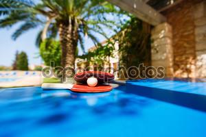 Теннисные ракетки и мяча пинг-понг
