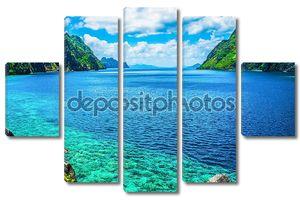 Живописный вид на залив и горы острова моря